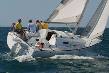 Hire Sailboat BENETEAU FIRST 27.7 La Rochelle
