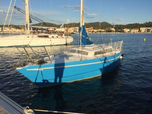 Charter sailboat in Le Brusc, 83140 Six-Fours-les-Plages peer-to-peer