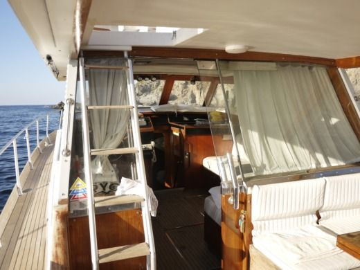 Motorboat Cantieri Di Pisa Kitalpha for hire