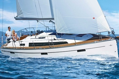 Hire Sailboat BAVARIA CRUISER 37 Pula