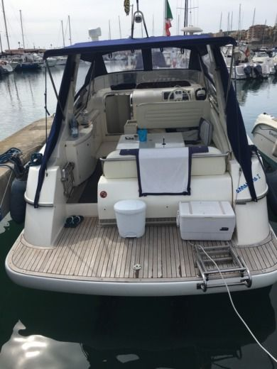 Motorboat ILVER Thesi 34 for hire