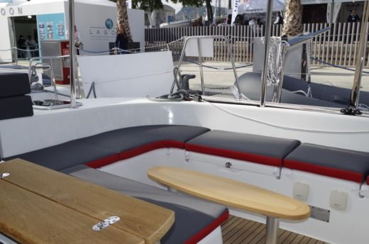 Lagoon 380 in Six-Fours-les-Plages for hire