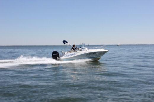 Motorboat Quicksilver Commander 555 for hire