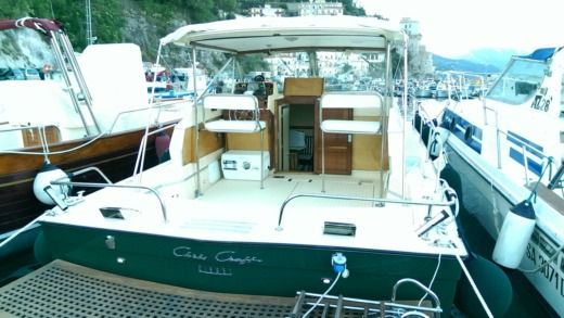 Chris Craft Commander 31 in Salerno for hire