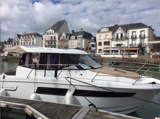 Motorboat Jeanneau Merry Fisher 855 for hire