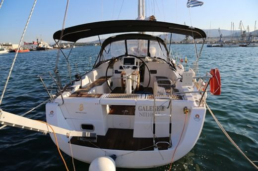Beneteau Oceanis 37 in Loutraki for hire