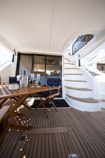 Sunseeker Manhattan 56 in Birgu