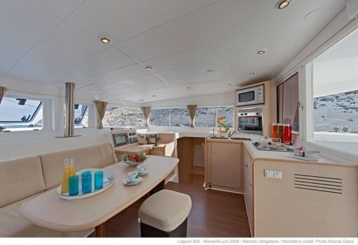 BENETEAU Lagoon 400 in Le Port peer-to-peer