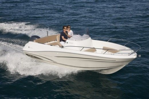 Motorboat Jeanneau Cap Camarat 6.5 CC for hire