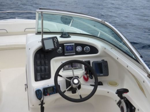 SEA RAY Sea Ray 210 DC in Bol peer-to-peer