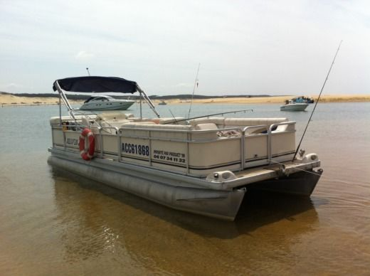 Motorboat GODEFREY PARTYCRAFT 24 for hire