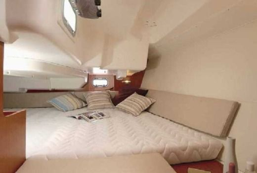 Sailboat Beneteau Oceanis 34 peer-to-peer