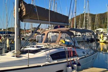 Hire Sailboat BENETEAU 413 Rodney Bay