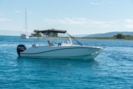 Motorboat Quicksilver Activ 675 Open peer-to-peer