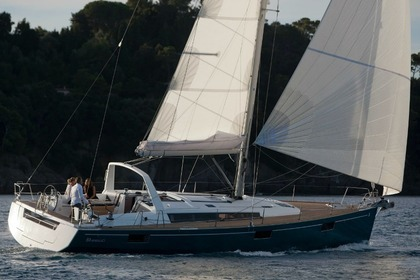 Charter Sailboat Sunasail Oceanis 48 Tropea