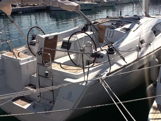 SPBI - Beneteau Oceanis 43 Family in Achillio for hire
