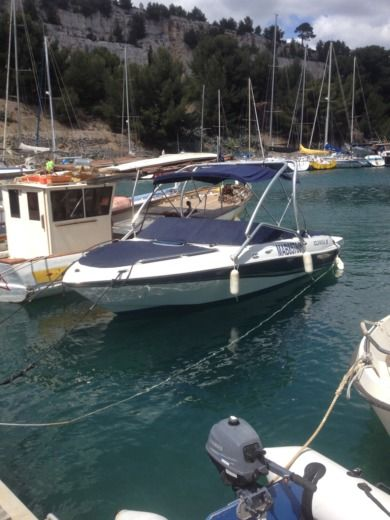 Four Winns Horizon in Cassis for hire