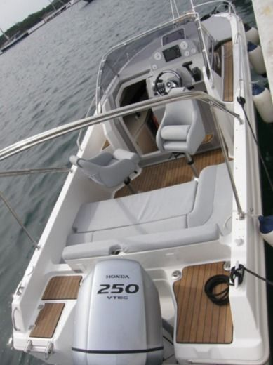 Motorboat Pacific Craft Atlantic 730 Sun Cruiser for hire