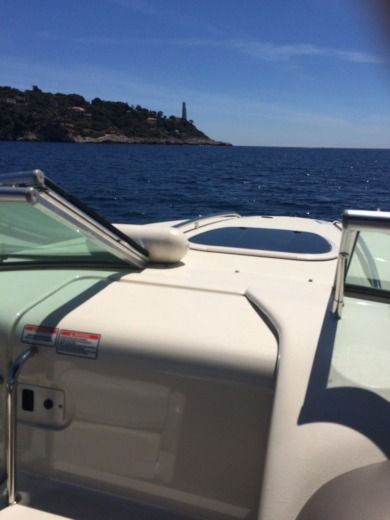 SEA RAY 220 SUN SPORT in Saint-Jean-Cap-Ferrat for hire