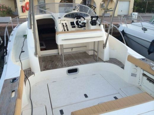 Motorboat Jeanneau Cap Camarat 9,25 for hire