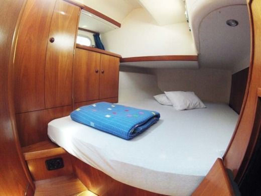 Sailboat Jeanneau Sun Odyssey 45.2 peer-to-peer