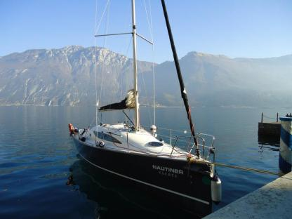 Rental Sailboat Nautiner 30S Race Malcesine