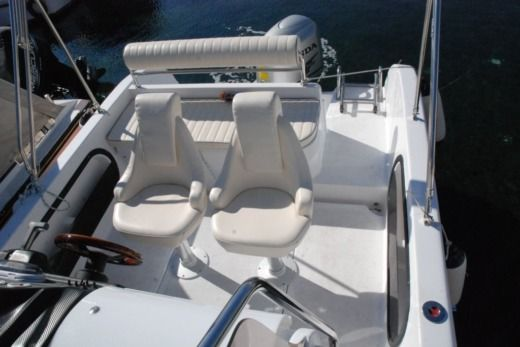 Charter Motorboat Reful Flyer 22 Hm Starigrad
