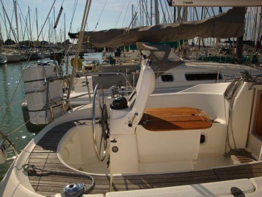 Sailboat BAVARIA Cruiser for hire