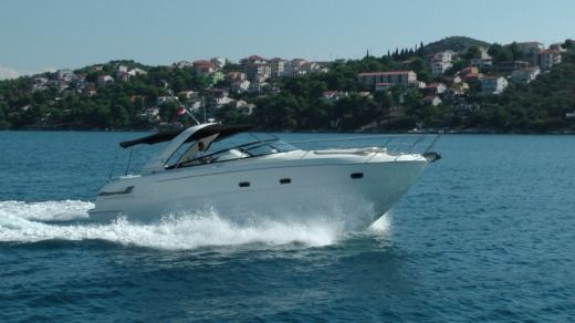 Motorboat Bavaria Yacht 38 Sport for rental