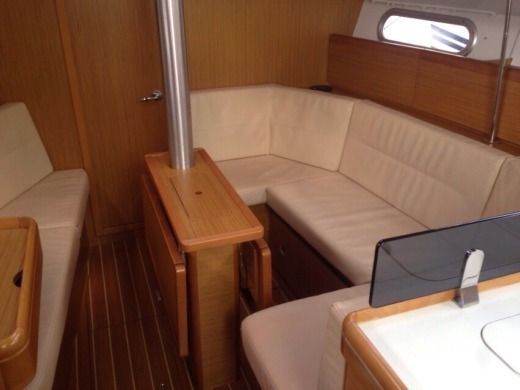 Jeanneau Sun Odyssey 36i in Salerne for hire