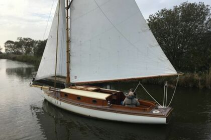 Hire Sailboat Farrington 25 Norfolk Broads Sail Boat Martham