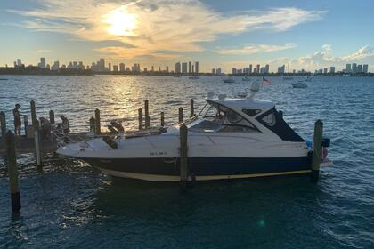 Charter Motorboat Regal 40 Cruise Miami