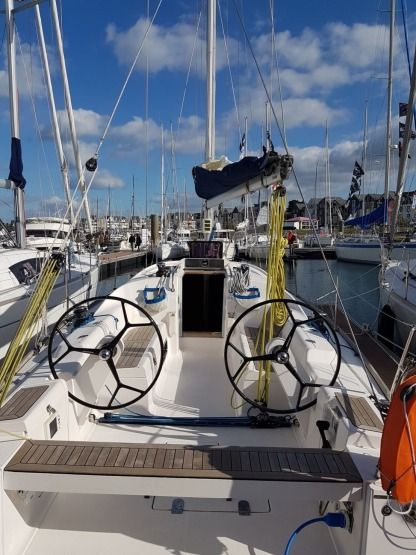 Rental Sailboat Salona 35 St-Malo