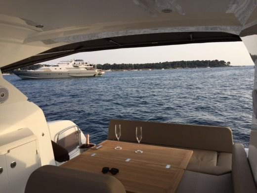 Motorboat JEANNEAU Leader36 for hire