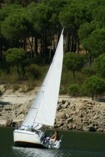 Charter sailboat in Pelayos de la Presa peer-to-peer