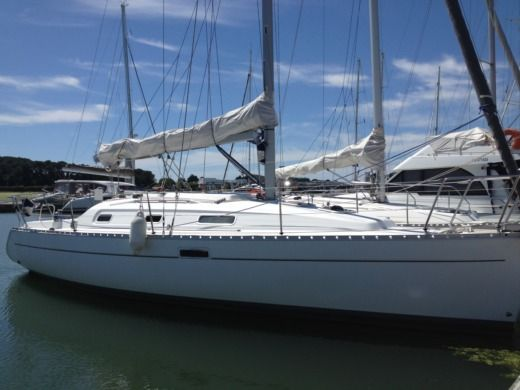 BENETEAU OCEANIS 311 DL in Lorient for hire