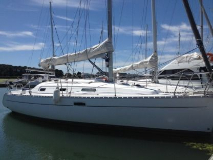 Rental Sailboat Beneteau Oceanis 311 Dl Lorient