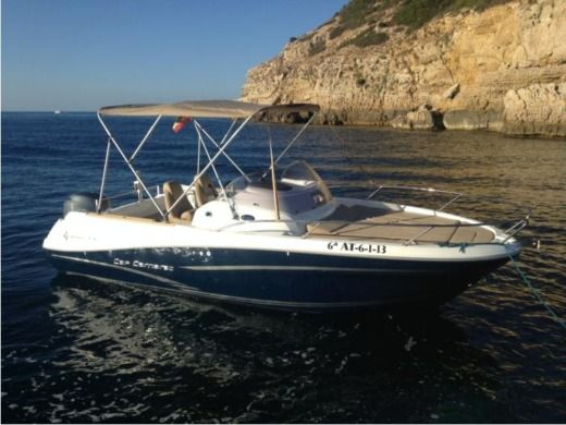 Motorboat JEANNEAU Cap Camarat 6,50 WA for hire