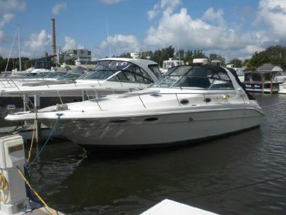 Charter Motorboat Sea Ray Sundancer 330 Giovinazzo