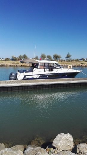 Motorboat Jeanneau Merry Fisher 855 peer-to-peer