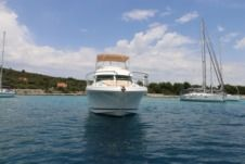 Motorboat Jaenneau Prestige 46 Fly for rental