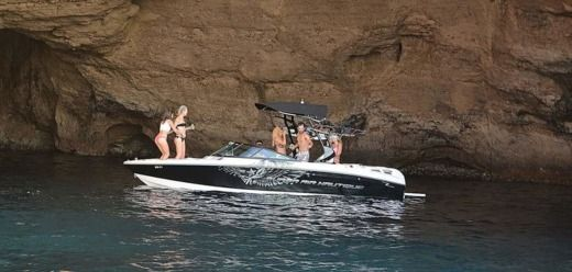 Correct Craft SUPER AIR NAUTIQUE 230 in Ibiza, Baléares for hire