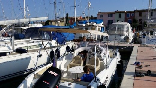 Benneteau Flyer 750 Sundeck in Grimaud for hire