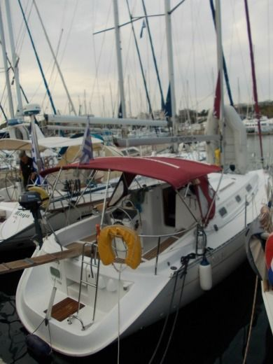 Sailboat Beneteau Oceanis 311 Clipper peer-to-peer