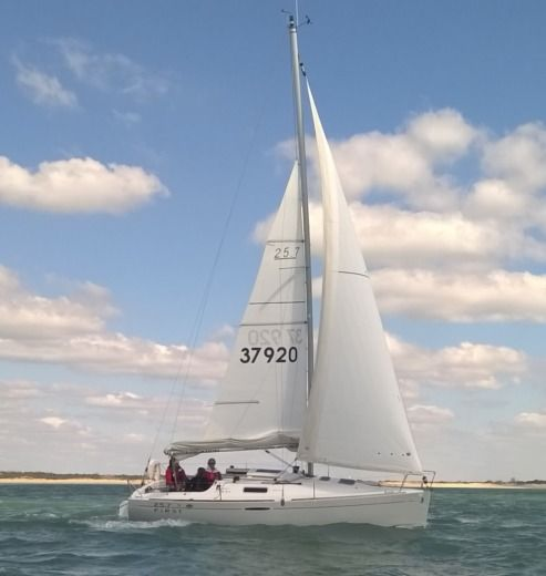 Sailboat Bénéteau FIRST 25.7s for hire