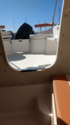 Motorboat Quick Silver 470 for hire