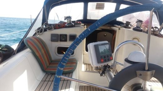 Sailboat Jeanneau Sun Odissey 33.1 peer-to-peer