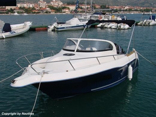 Motorboat Quicksilver 630 WA for hire