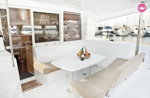 BENETEAU Lagoon 400 in Alimos peer-to-peer