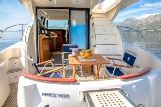 Motorboat Jeanneau Prestige 440 for hire